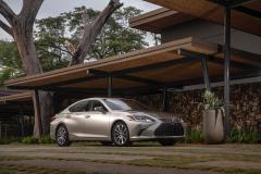 LEXUS MILESTONE COSTA RICA 20192019 Lexus ES 300H_Atomic Silver_Black Linear Expresso Wood_Ultra Luxury21