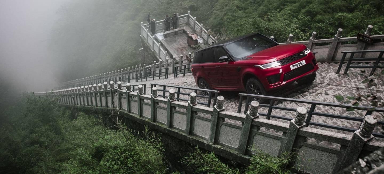 Range rover h brido sube la impresionante puerta al cielo for Puerta al cielo china